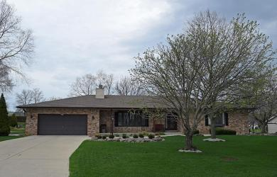 3875 S White Dr, New Berlin, WI 53151