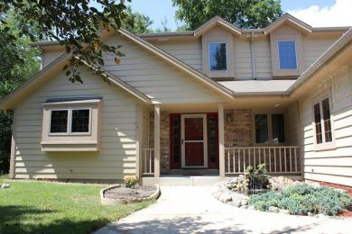 4565 S River Ridge Blvd, Greenfield, WI 53228
