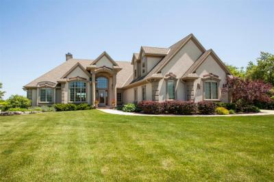 Photo of 4004 Hawks Ridge Dr, Richfield, WI 53033