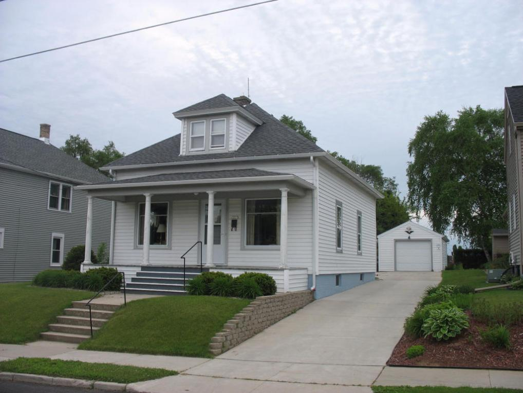 1017 Division St, Manitowoc, WI 54220