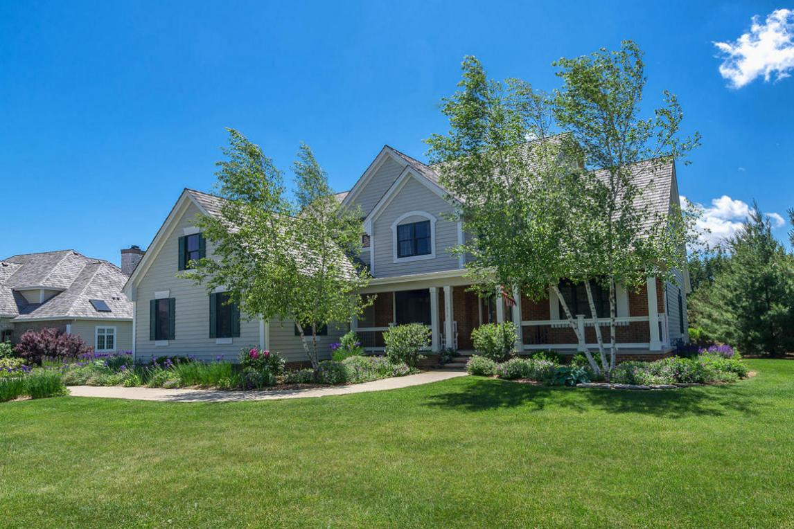 1854 Carriage Hills Dr, Delafield, WI 53018