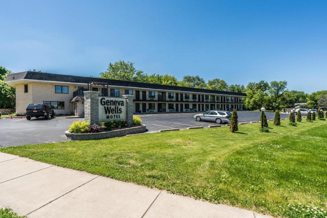 1060 S Wells St, Lake Geneva, WI 53147