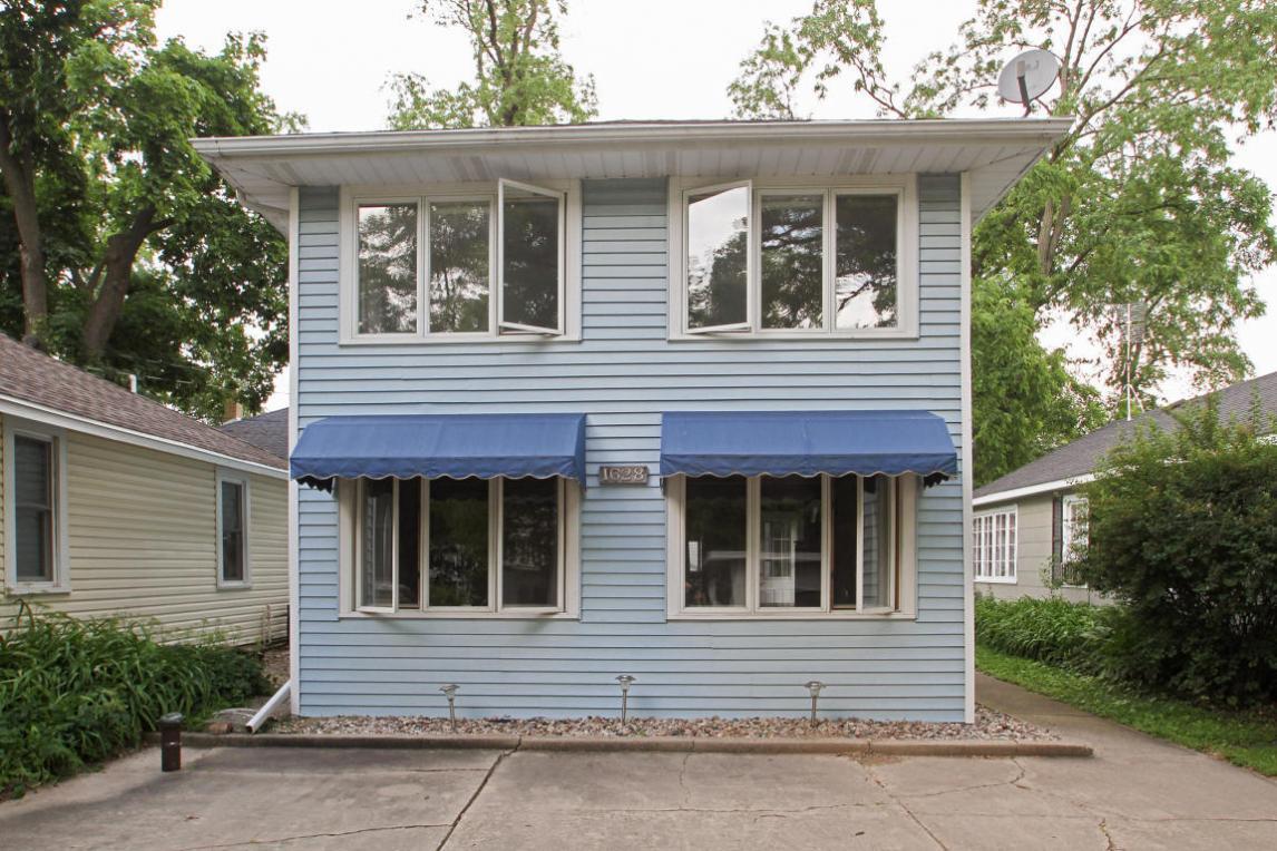 1628 Garfield Ave, Delavan, WI 53115