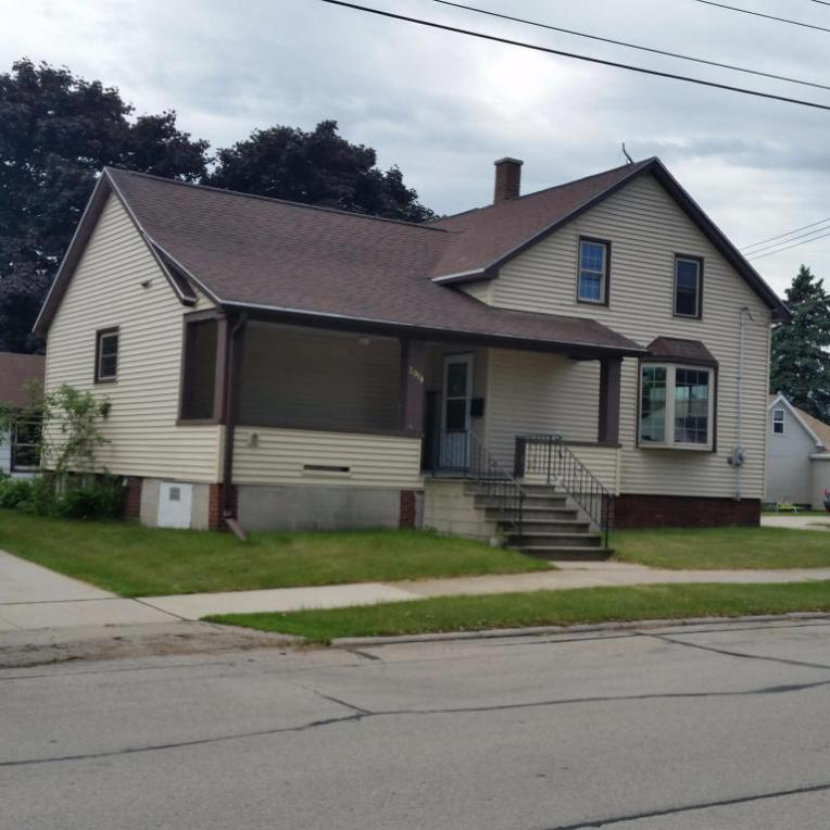 2019 13th St, Two Rivers, WI 54241