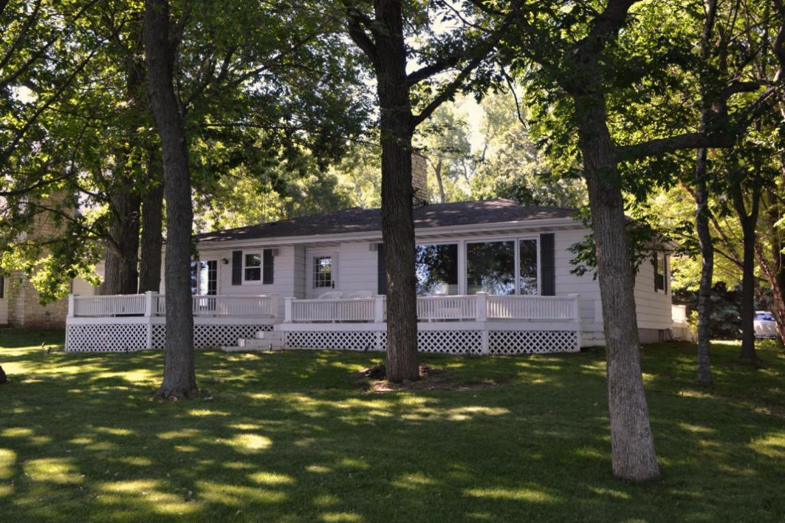 W3110 Blackbird Point Dr, Green Lake, WI 53946