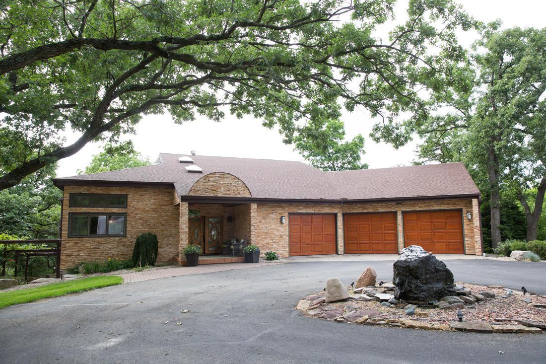 2425 W Hickory Ct, Janesville, WI 53545