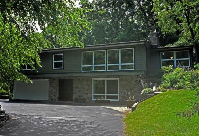 2426 Hillside Dr, Delafield, WI 53018