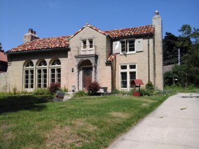 6190 Washington Cir, Wauwatosa, WI 53213