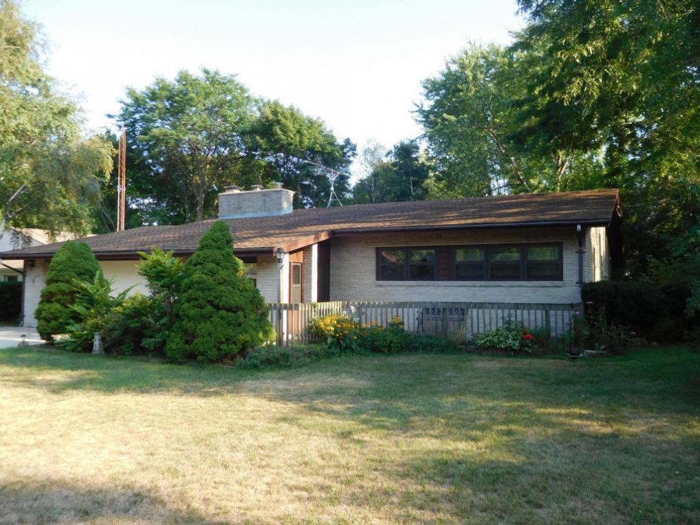3425 S Elmwood Dr, Elmwood Park, WI 53405