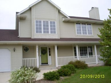 404 Hickory Dr, Fredonia, WI 53021