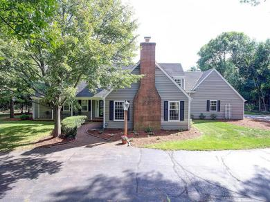 2005 W Fairy Chasm Rd, River Hills, WI 53217