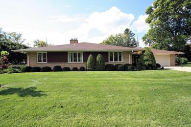 515 Oakwood Dr, Thiensville, WI 53092