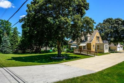 Photo of 5340 S 124th St, Hales Corners, WI 53130
