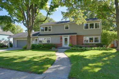 653 Highlandview Dr, West Bend, WI 53095