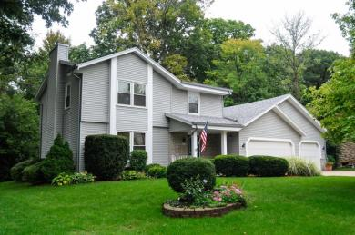3210 S Regal Dr, New Berlin, WI 53151