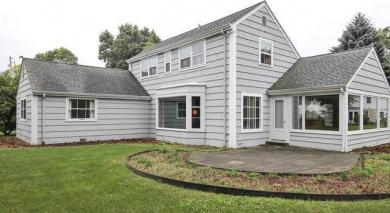 910 E Silver Spring Dr, Whitefish Bay, WI 53217