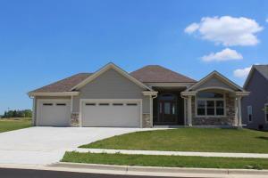 1331 Prairie Creek Blvd, Oconomowoc, WI 53066