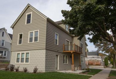 1406 E Russell, Milwaukee, WI 53207