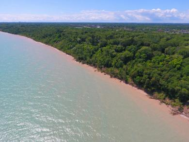 12360 Lakeshore Dr, Mequon, WI 53092