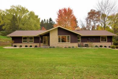 S46W22161 Tansdale Rd, Waukesha, WI 53189