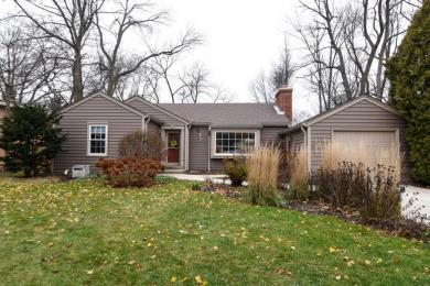 7415 N Santa Monica Blvd, Fox Point, WI 53217