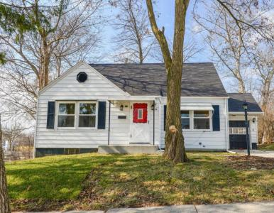 1629 S 95th St, West Allis, WI 53214