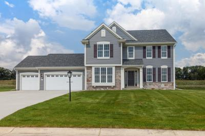 Photo of W223N4663 Seven Oaks Dr, Pewaukee, WI 53072