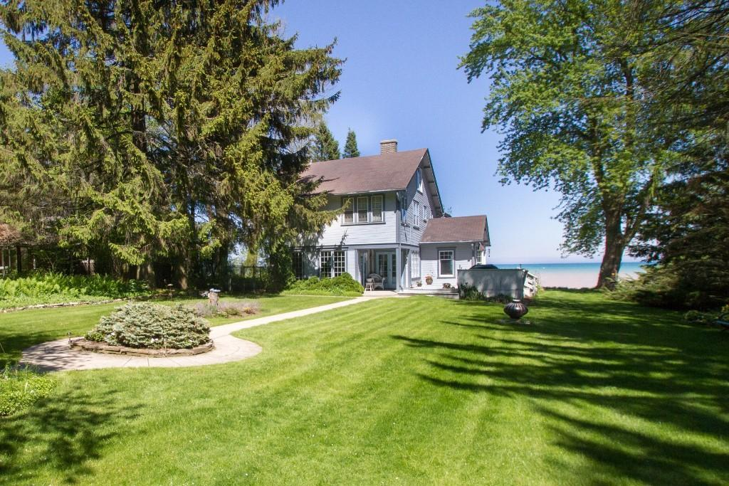 7250 N Beach Dr, Fox Point, WI 53217