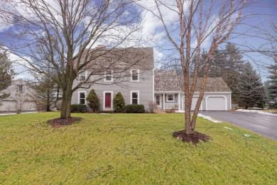 9702 N Valley Hill Dr, Mequon, WI 53092