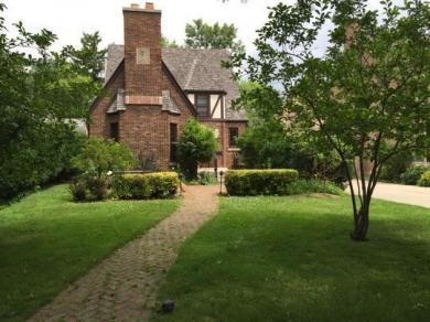 1030 E Circle Dr, Whitefish Bay, WI 53217