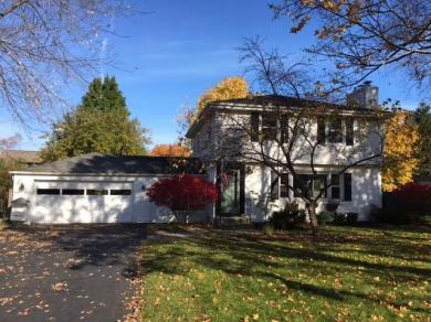 308 E Spooner Rd, Fox Point, WI 53217
