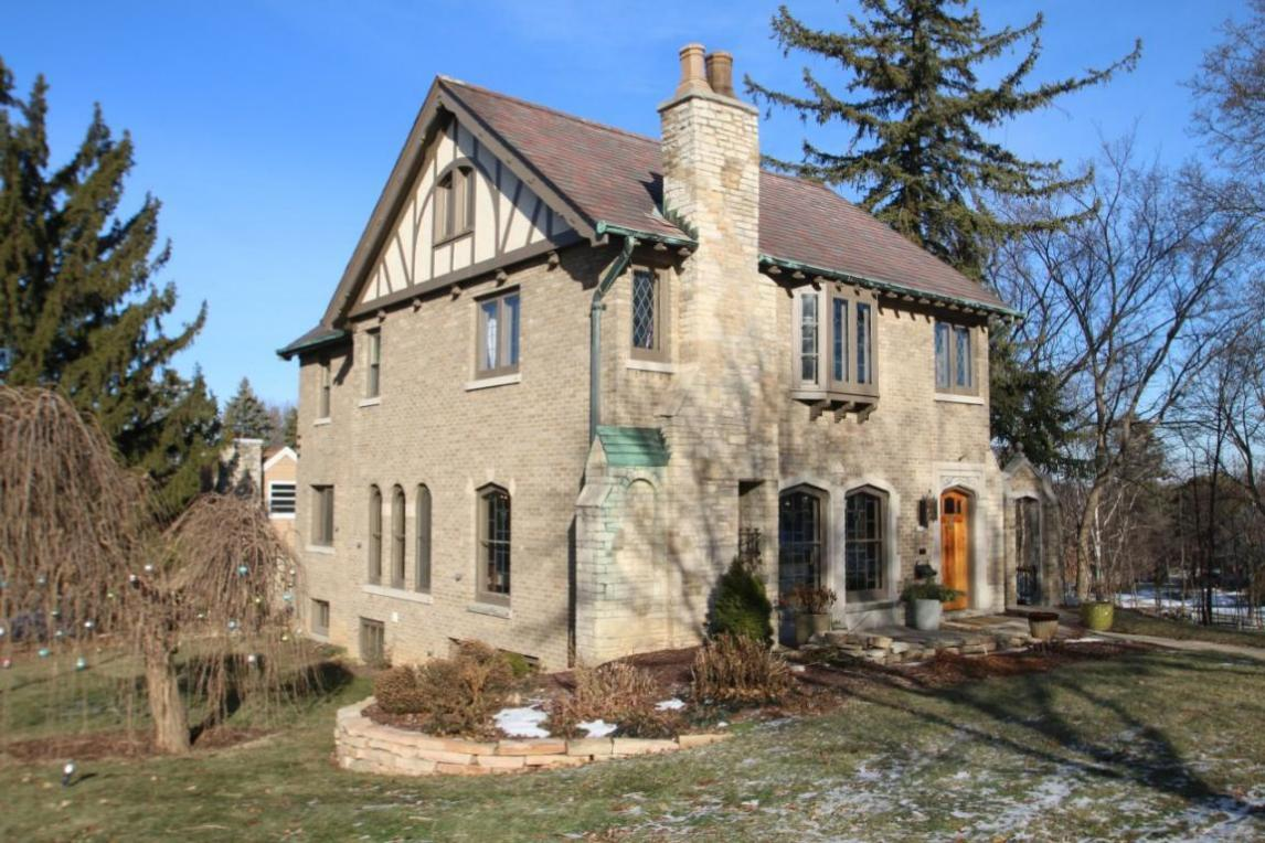 Mls 1510021 6742 Hillcrest Dr Wauwatosa Wi 53213