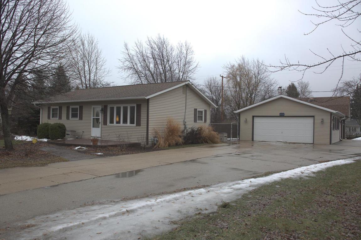 Mls 1510313 151 E Estates Pl Oak Creek Wi 53154