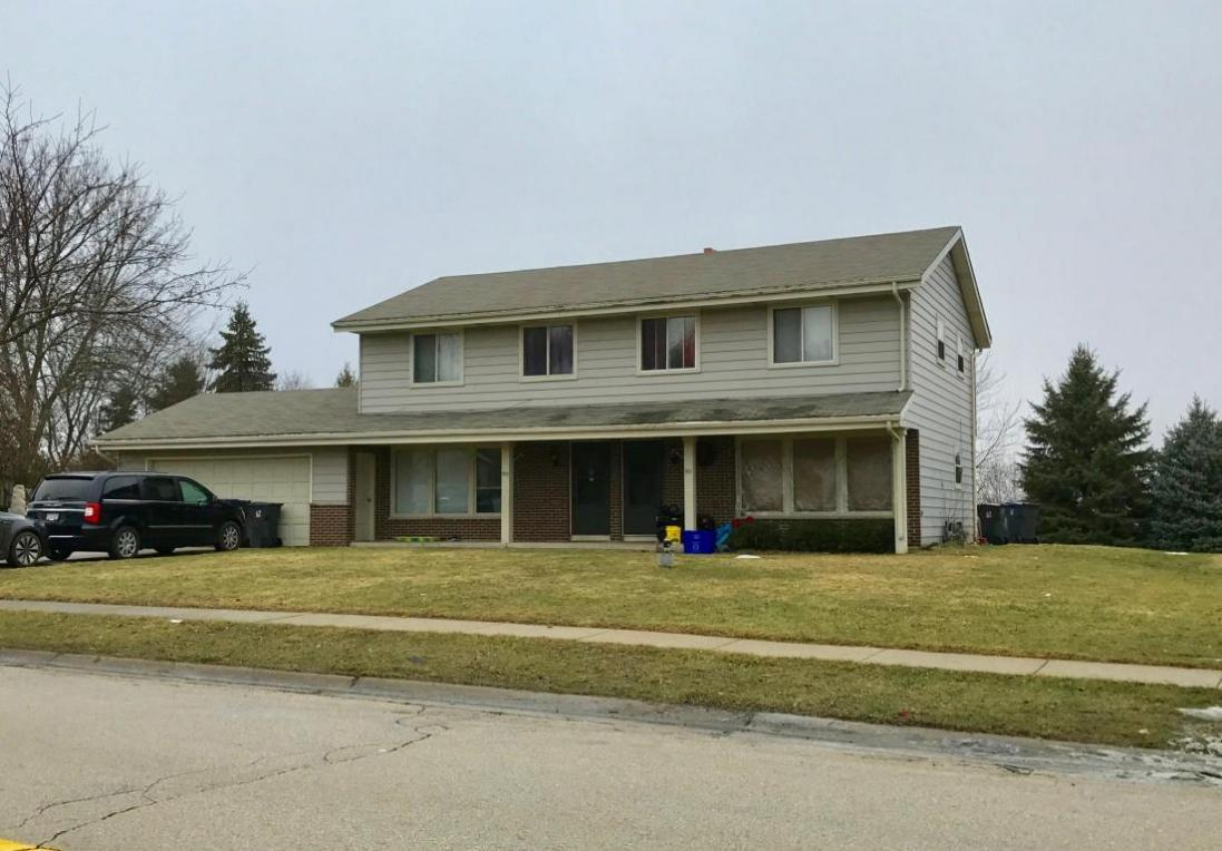 951 S Imperial Dr, Hartland, WI 53029