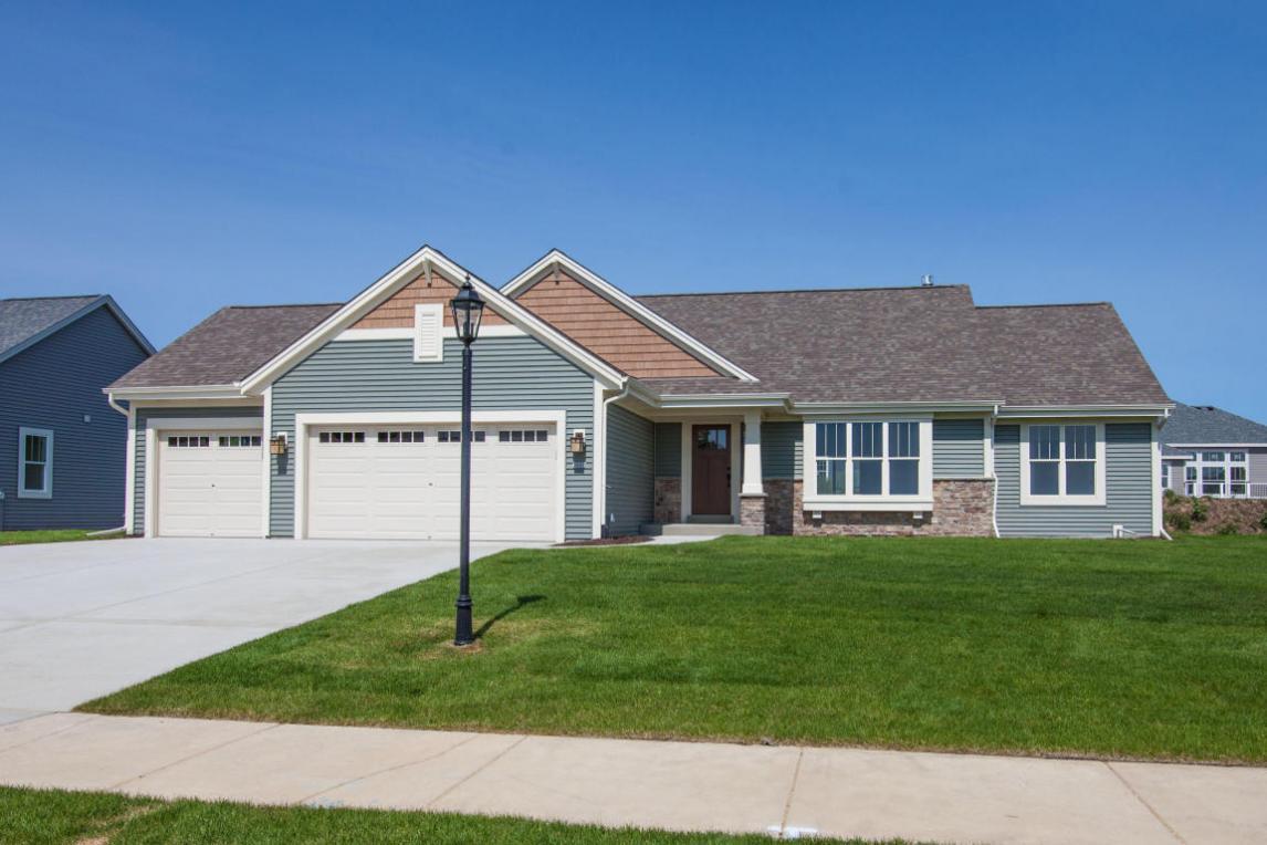 3550 Howell Oaks Dr, Waukesha, WI 53188