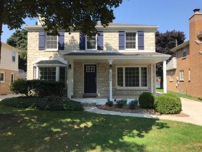 Photo of 1230 E Courtland Pl, Whitefish Bay, WI 53211