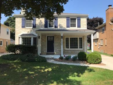 1230 E Courtland Pl, Whitefish Bay, WI 53211