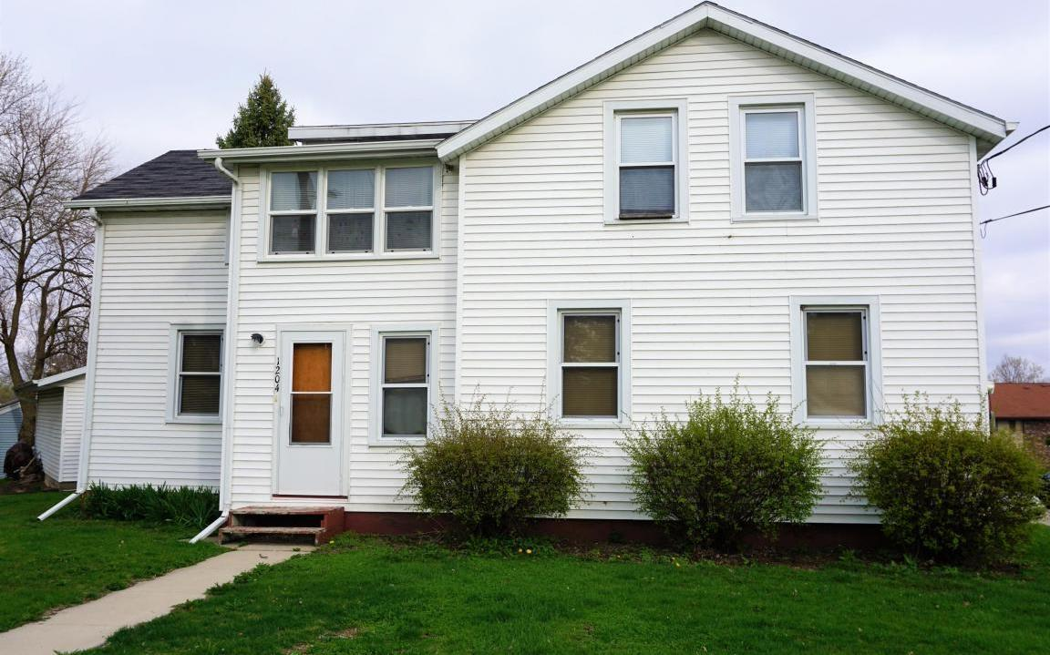 1204 River Dr, Watertown, WI 53094