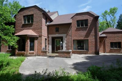 Photo of 9636 Crestwood Ct, Mequon, WI 53092