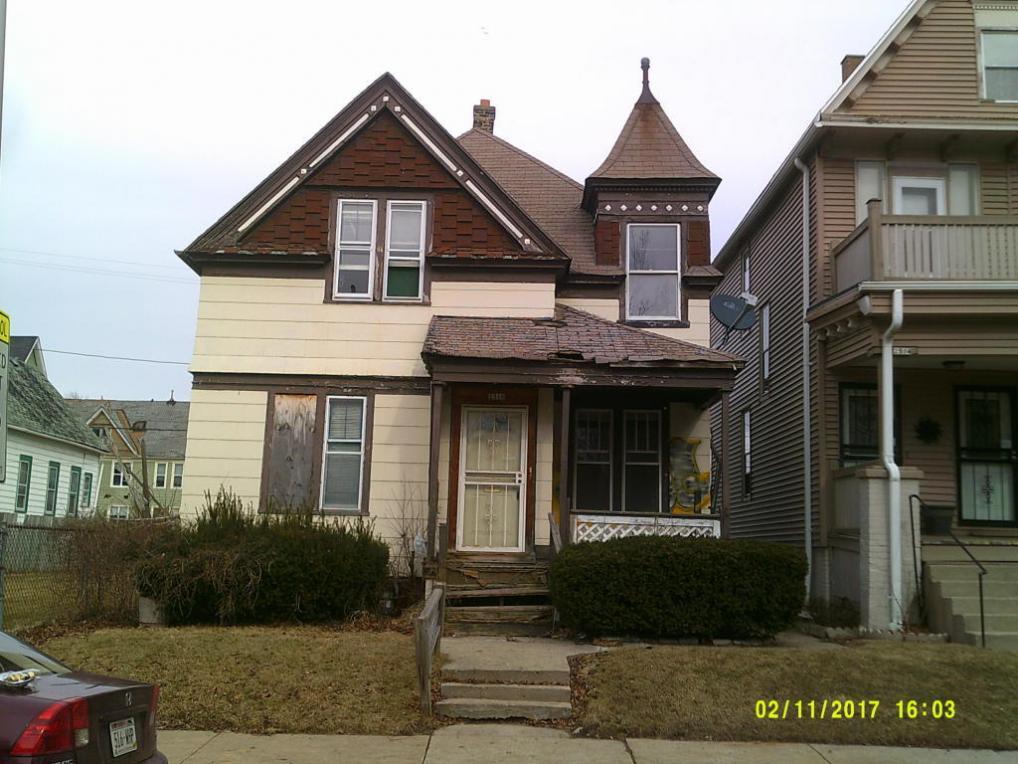 2516 W Garfield Ave, Milwaukee, WI 53205
