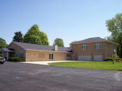 Photo of 740 Cogswell Dr, Silver Lake, WI 53170
