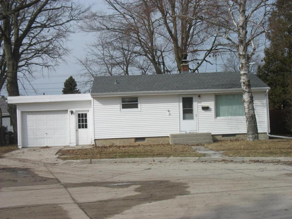 810 Redfin Ct, Manitowoc, WI 54220