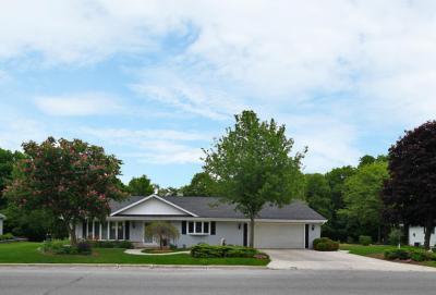 Photo of 260 Crestwood Dr, Elkhart Lake, WI 53020
