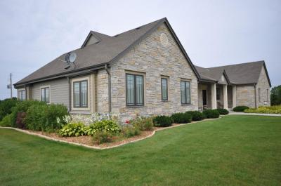 Photo of W239N7753 Majestic Pl, Sussex, WI 53089