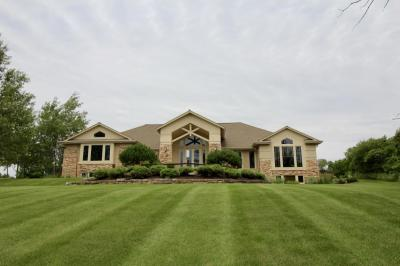 Photo of 21050 W Windsor Dr, New Berlin, WI 53146