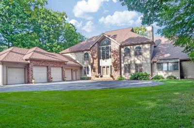 Photo of 4580 Hewitts Point Rd, Oconomowoc Lake, WI 53066