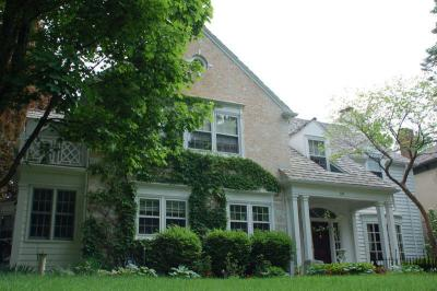 Photo of 345 Woodland Ln, Oconomowoc, WI 53066