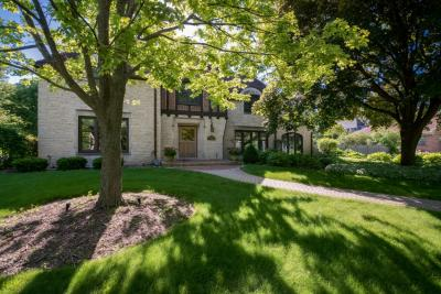 Photo of 660 N Honey Creek Pkwy, Wauwatosa, WI 53213
