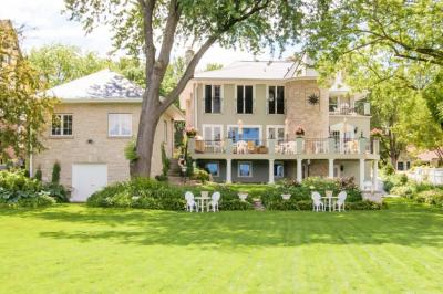 Photo of 259 Woodland Ln, Oconomowoc, WI 53066