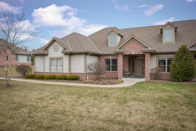 7620 Kings Crossing Way, Mequon, WI 53097